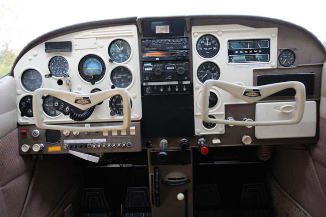 Cessna 182 Skylane panel