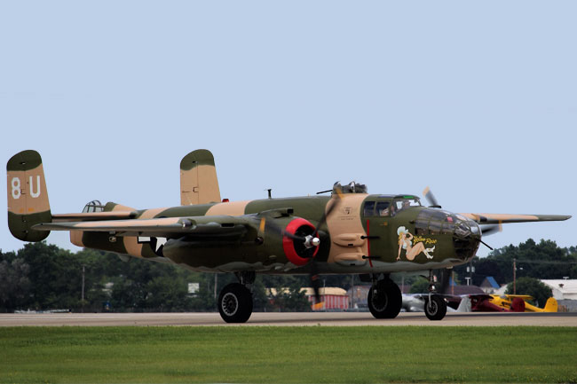"North American B-25 bomber ""Yellow Rose"""