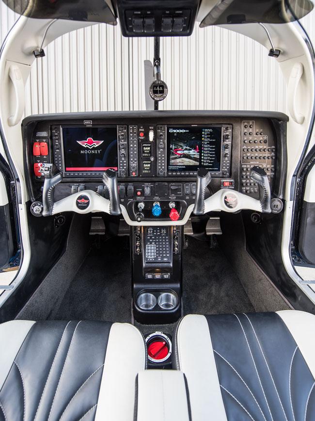 Mooney Ovation Ultra cockpit