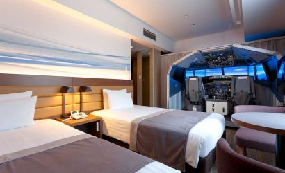 A Dream Hotel Room For Pilots Complete Boeing 737-800 Cockpit!