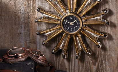 A radial engine clock