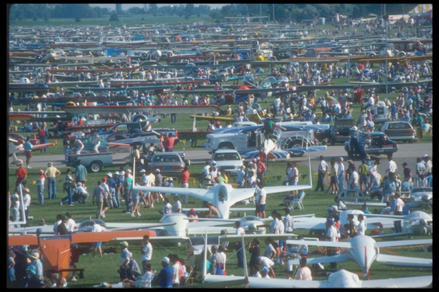 An undated photo of the homebuilt section at an early Oshkosh fly-in.