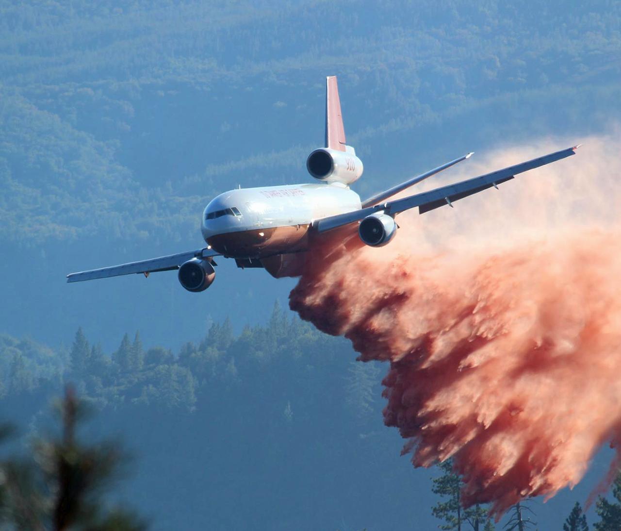 Firefighting DC-10