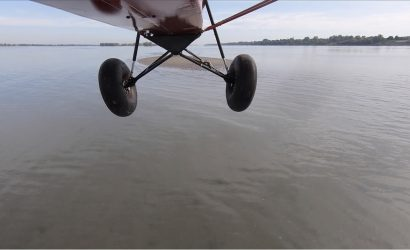Guy Lands His Plane On Tiny Sandbar And Then Takes Off Again!