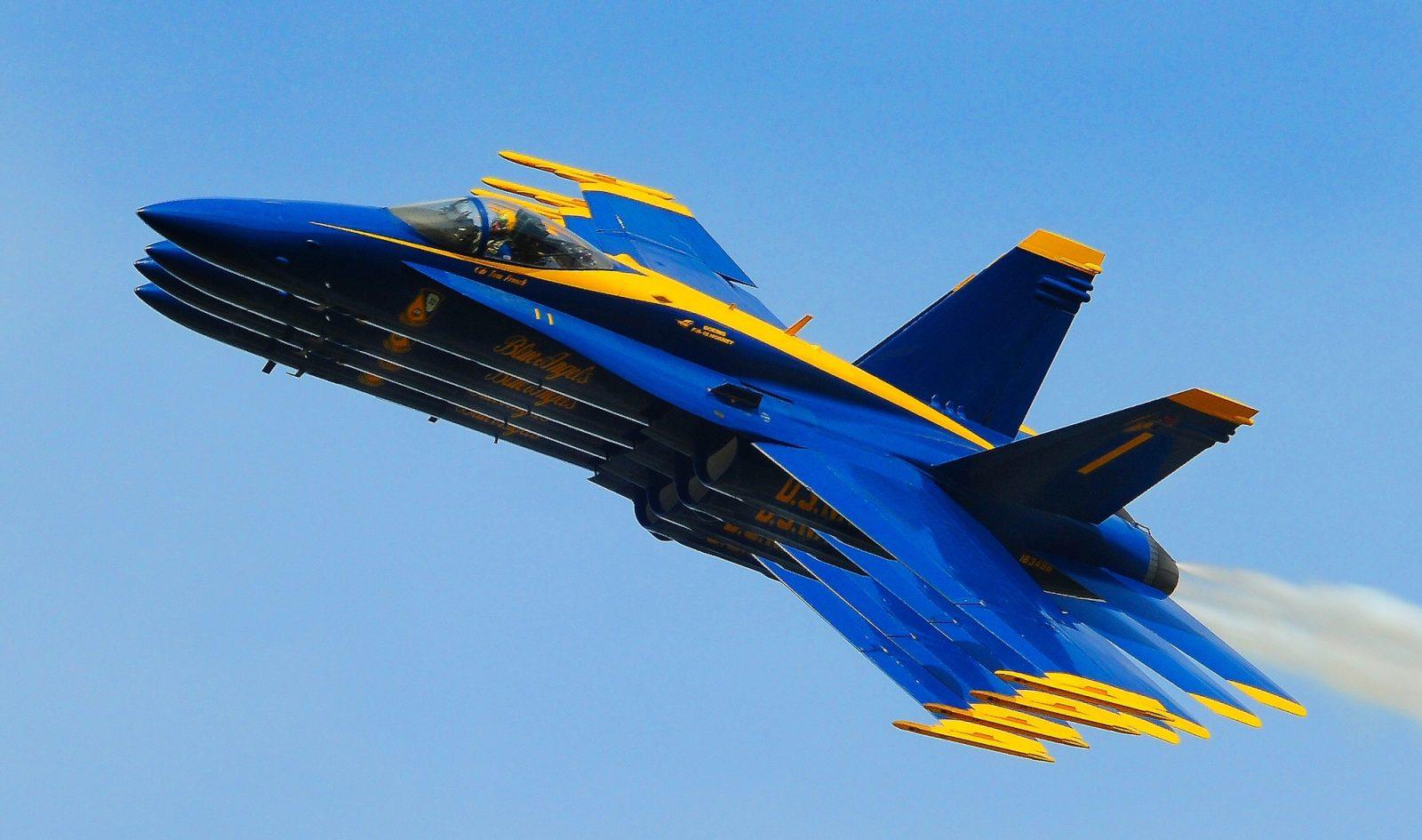 Blue Angels Right Echelon pass